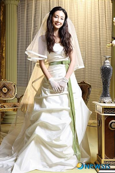 [ChanMi's star news] Choi Ji-woo, wedding dress show ...