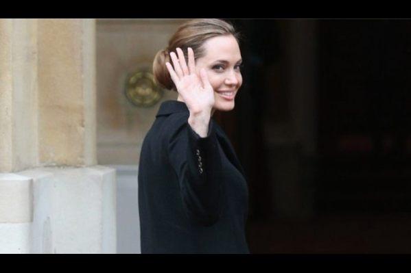 Η κορυφαία σταρ του πλανήτη, Angelina Jolie γίνεται θέμα συζήτησης για μήνες, μετά την αποκάλυψή της στα μέσα Μαΐου ότι προχώρησε σε διπλή μαστεκτομή.