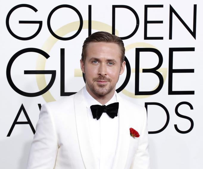 epa05706108 Ryan Gosling arrives for the 74th annual Golden Globe Awards ceremony at the Beverly Hilton Hotel in  Beverly Hills, California, USA, 08 January 2017.  EPA/PAUL BUCK