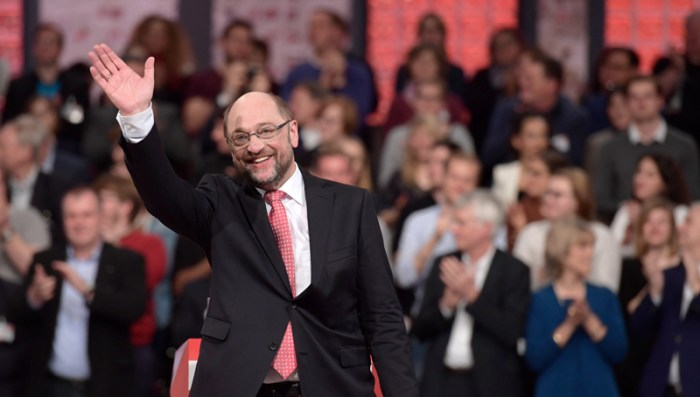 epa05857904 Martin Schulz, designated SPD chairman and Chancellor candidate waves after his speech during federal congress of Social Democratic Party (SPD) in Berlin, Germany, 19 March 2017. The SPD congress will elect the new party chairman and a candidate for German Chancellor in the German elections, which will be held on 24 September 2017.  EPA/CLEMENS BILAN