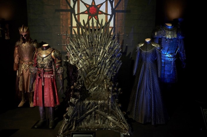 epa06290883 View of the Iron Throne and costumes of the HBO series 'Game of Thrones' on display at the 'Game of Thrones: The Touring Exhibition', at Museo Maritimo in Barcelona, Spain, 26 October 2017. The exhibition runs from 28 October 2017 to 07 January 2018.  EPA/ALEJANDRO GARCIA