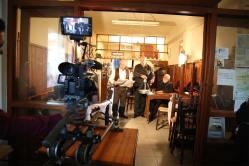 Στιγμιότυπο από τα γυρίσματα στο καφενείο Κατσανεβάκη