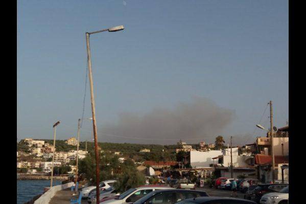 Η φωτιά όπως φαίνεται από τις Καλύβες. (φωτ. Ειρήνη Καλαϊτζάκη)