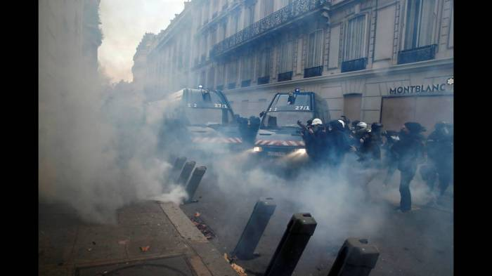 2018-12-08T095307Z_561863743_RC1EC45AC8D0_RTRMADP_3_FRANCE-PROTESTS