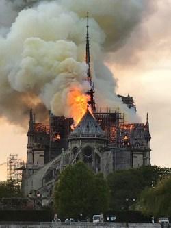 "3306f62947 Η ""κερά μας των Παρισίων"" – ""Notre dame de Paris"""