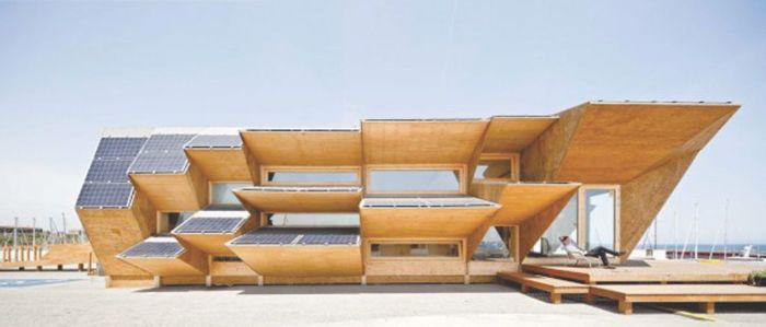 Το περίπτερο της ENDESA σχεδιάστηκε από το ινστιτούτο προχωρημένης Αρχιτεκτονικής της Καταλωνίας. Οι όψεις του είναι σχεδιασμένες με τέτοιο τρόπο ούτως ώστε να μεγιστοποιείται η απόδοση σε ηλεκτρική ενέργεια των φωτοβολταϊκών στοιχείων που είναι ενσωματωμένα στο κτήριο.