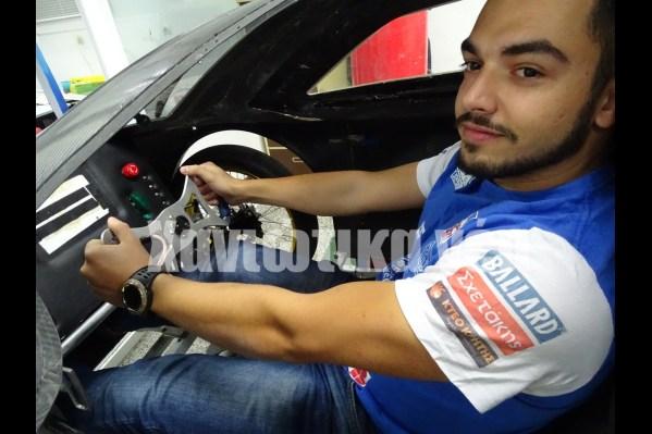 Ο Θ. Στεφανούδης, team manager και οδηγός.