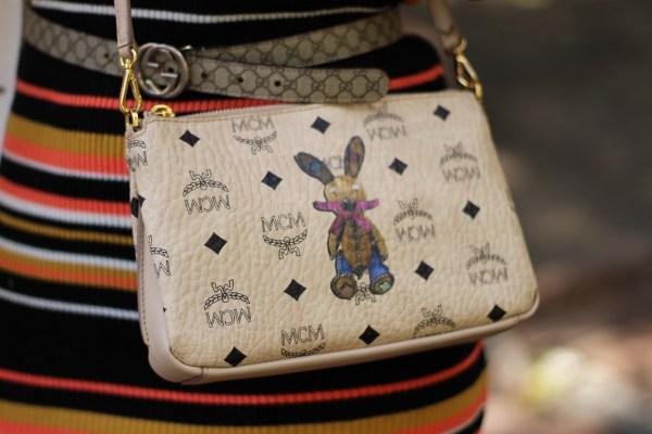 MCM Rabbit Tasche, ASOS Kleid, GUCCI Gürtel, Mango Jacke, Alviero Martini 1a Classe Sneaker