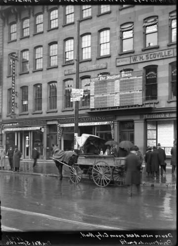 Main Street Businesses, 1916. Hartford Parks Glass Negatives Collection, Hartford History Center, Hartford Public Library.