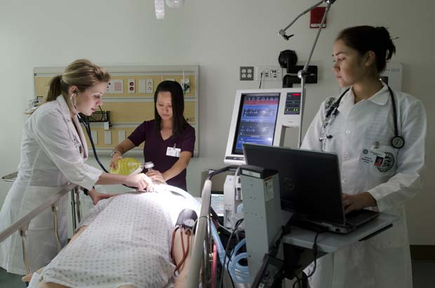 Nursing students with simulated patient
