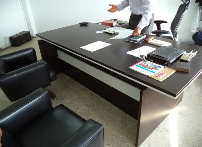 ID: HT ET32, Executive Office Table