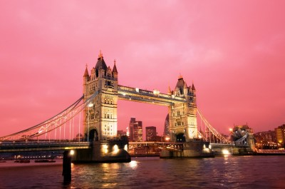 Elegant Night View of Tower Bridge in UK HD Wallpapers | HD Wallpapers