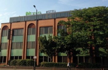 ibis styles heathrow airport exterior building