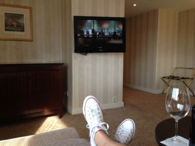 intercontinental-vienna-wien-room-feet-up