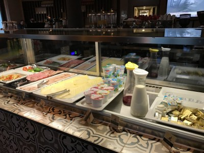 frankfurt airport hotel element breakfast