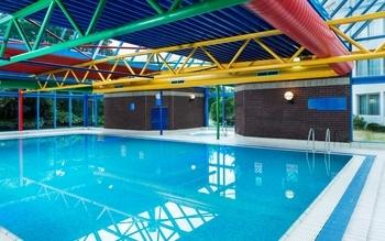 Park Inn Heathrow pool