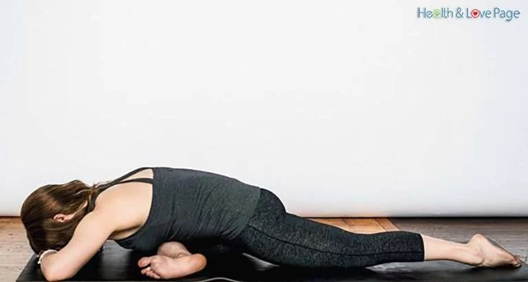 Do This Stretch for Just 60 Seconds to Undo a Day's Worth of Sitting at Your Desk