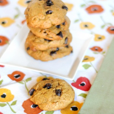 Big Puffy Pumpkin-Spiced Chocolate Chip Cookies