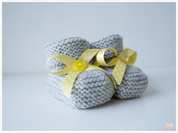 tricot-layette_chaussons-point-mousse_gris-jaune-garcon_hellokim02