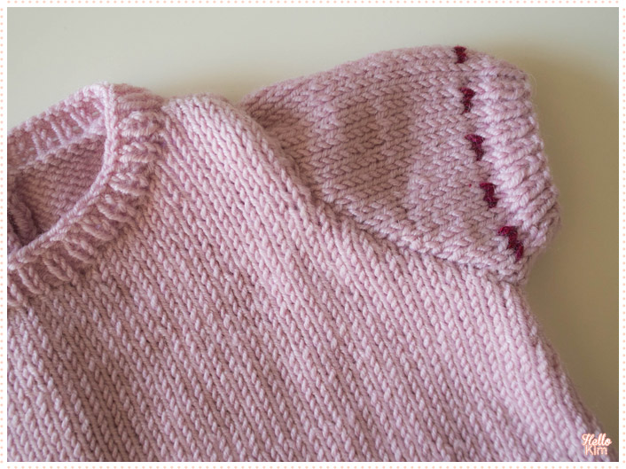 tricot-layette_robe-a-poches_detail-manche_hellokim