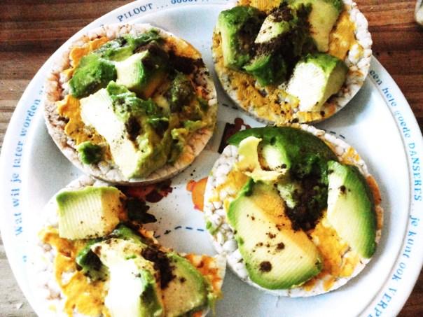 Foto: Rijstwafels met avocado