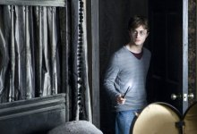 secondhp7photo 220x150 Harry Potter and the Deathly Hallows HQ Teaser Trailer