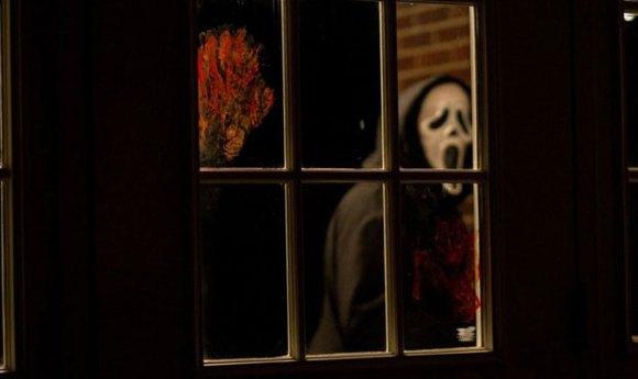 Scream5 585x350 Gory New Scream 4 Stills