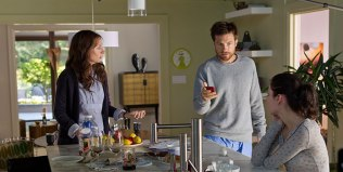 Jason Bateman and Andrea Riseborough in Disconnect