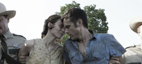Rooney Mara and Casey Affleck in Aint Them Bodies Saints 585x263 First Look Image: Rooney Mara & Casey Affleck in Ain't Them Bodies Saints
