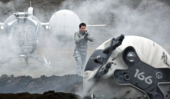 Tom Cruise in Oblivion 585x341 New Image of Tom Cruise in Joseph Kosinski's Oblivion & Trailer Arrives Tomorrow