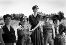 011 220x150 Blancanieves Review