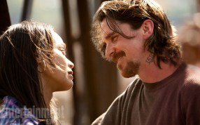 Zoe-Saldana-and-Christian-Bale-in-Out-of-the-Furnance