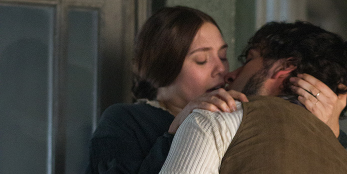 Elizabeth-Olsen-and-Oscar-Isaac-in-Therese