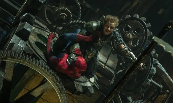 exclusive new image from the amazing spider man 2 156887 a 1392810424 585x350 The Big Tease   Why Movie Trailers Need to Hold Back