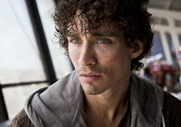 Robert Sheehan Interview - The Messenger