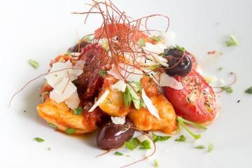 gnocchi-mit-entenragout-und-schwarzen-oliven