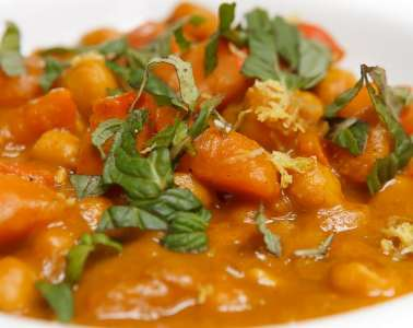 kuerbis-kichererbsen-curry-mit-tahini