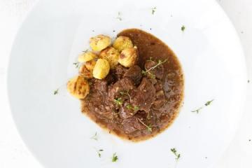 carbonade-bavaraise-mit-brezengnocchi