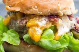 burger-mit-mango-chutney-scamorza-radicchio