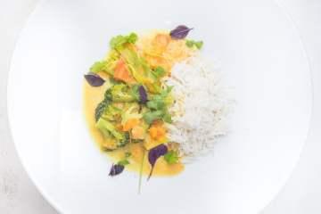 gelbes-suesskartoffelcurry-mit-brokkoli