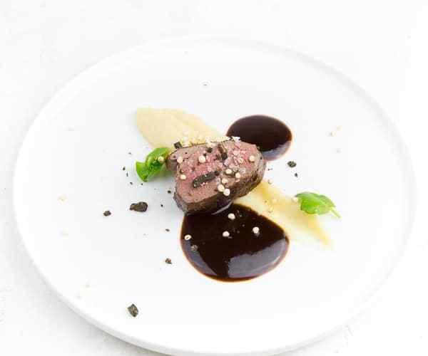 hirschfilet-selleriepueree-schokoladenpfeffer_thumb