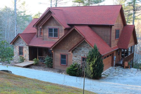 4 bedroo home for sale near Cashiers and Lake Glenville.