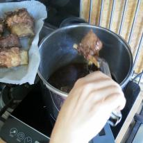 Remove the ribs to brown under the broiler.