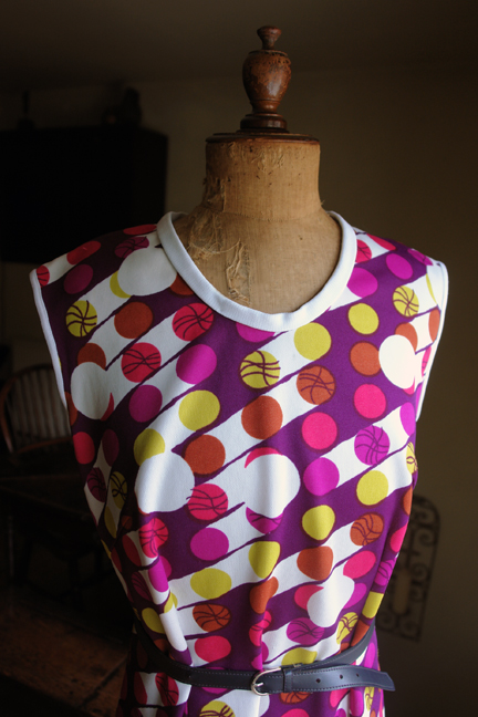 top detail from vintage 1960s/70s sleeveless patterned polyester dress with thin belt