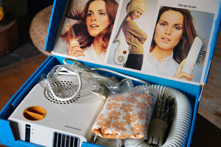 "vintage boxed Ronson ""Escort 2000"" hairdryer"