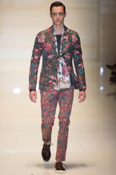 Gucci model mix floral and floral