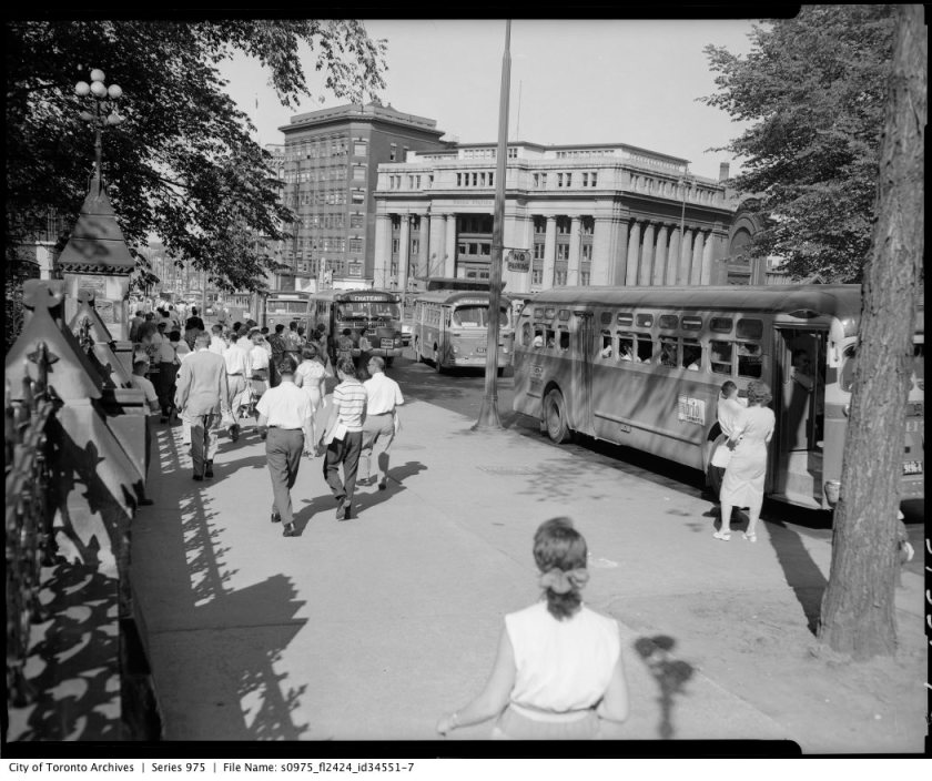 A busy afternoon on Wellington street, June 17, 1957. Image: City of Toronto Archives Gilbert A. Milne & Co. Ltd. Fonds (1653), Series 975, Box 149960.
