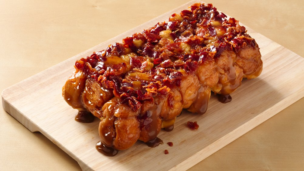 Maple Bacon Monkey Bread (Crowd Size) | Holiday Cottage
