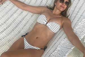 elizabeth-hurley-bikini-embed