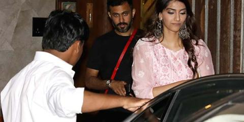 sonam-kapoor-with-anand-ahuja-coming-out-of-a-clinic-in-bandstand